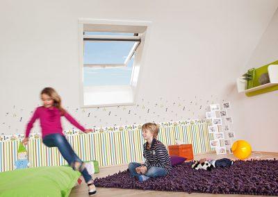 otroška soba s strešnimi okni